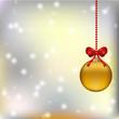 рождественский фон с золотым елочным шаром