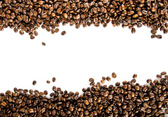 Kaffeebohnen vor weißem Hintergrund