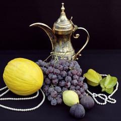 Orientalisches Fruchtstillleben