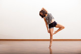 Fototapety Pretty Hispanic jazz dancer