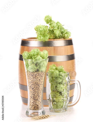 Barrel and two mug with barley hop.
