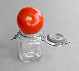 tomate auf glas