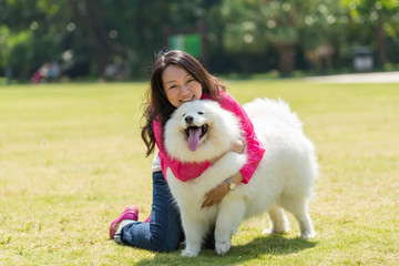 people hold a dog