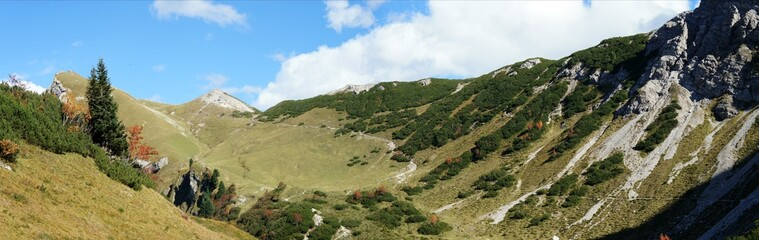 Panorama in den Tannheimer Bergen in Tirol, Oesterreich