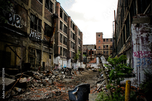 Foto op Plexiglas Oude verlaten gebouwen Abandoned Packard Factory 9