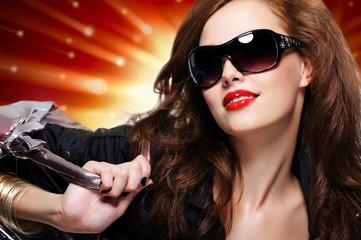 Fashion woman in black trendy sunglasses with handbag