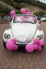Hochzeitsauto Oldtimer weiß mit pink farbenen Ballons