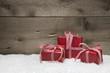 Gutschein aus Holz mit Weihnachtsgeschenken als Grußkarte