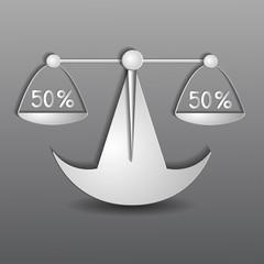 бумажные весы 50% на 50% на сером фоне