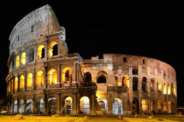 Colosseo a Roma di notte