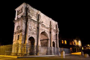 Arco di Costantino a Roma di notte