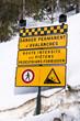 Panneau risque d'avalanches dans la neige