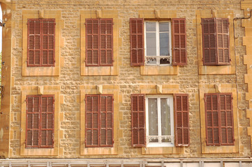 Facade of a building with 8 windows