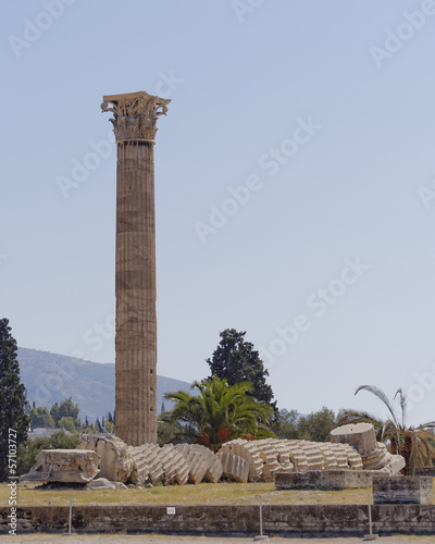 Staande foto Athene ruins of the olympian zeus ancient Greek temple, Athens