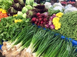 pazarda meyve ve sebzeler
