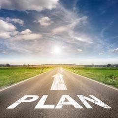 Straße mit dem Wort Plan
