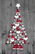 Baumschmuck klassisch für Weihnachten in Rot, Weiß mit Holz