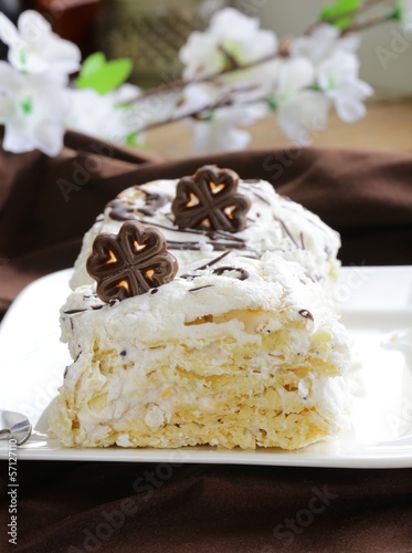 white layer cake with custard (Napoleon)