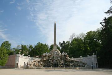 Schönbrunn park, Obelisk