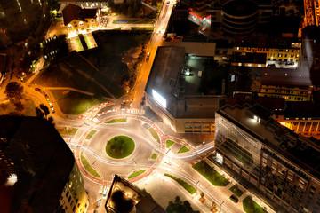 Milano - strade di notte con rotonda