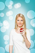 Junge Frau mit mit einem roten Apfel.Portrait-Serie..