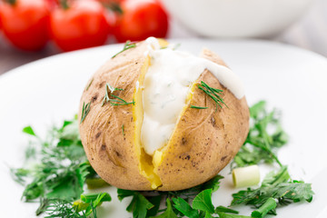 Baked potato with cream sauce