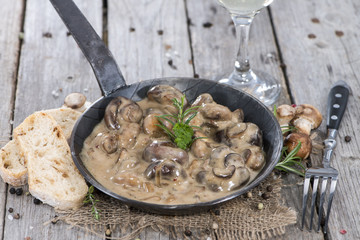 Pan with Mushrooms in Sauce