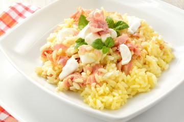 Risotto con uova mozzarella e prosciutto