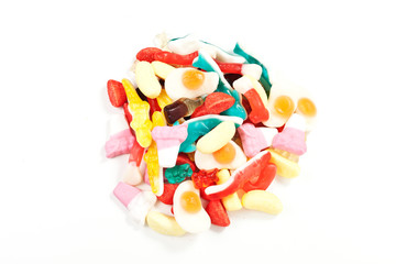 caramelle gommose su sfondo bianco
