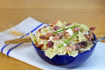 Bow-tie pasta with bacon and cheese