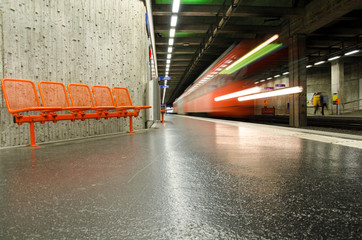 Warten aud die Metro