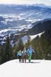 Skitour an einem sonnigen Wintertag