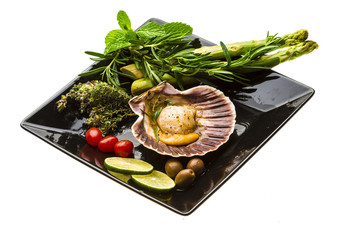 Scallop with asparagus, lime, mint and rosemary
