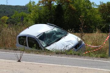 voiture accidentée dans le fossé