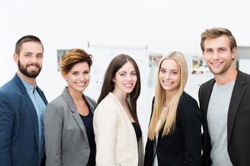 kreatives junges team im büro