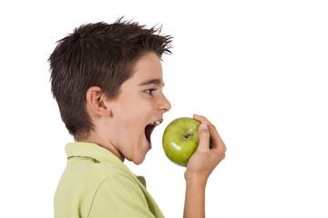 chicho comiendo la manzana