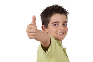 chico sonriendo con la aprobación