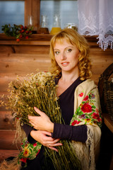 lovely woman with a bouquet of dried daisies
