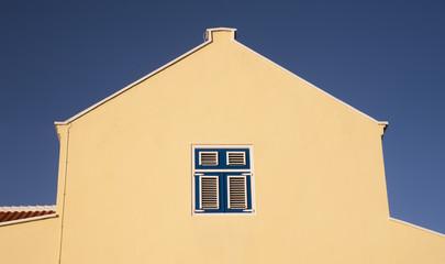 gelber Dachgiebel