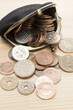 がま口財布と硬貨のアップ