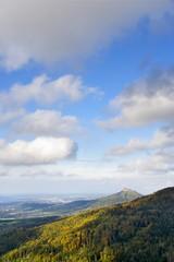 Blick auf Burg Hohenzollern im Herbst / Albtrauf