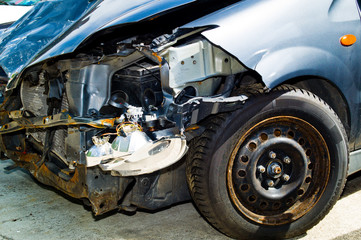 Auto mit Blechschaden nach einem Unfall
