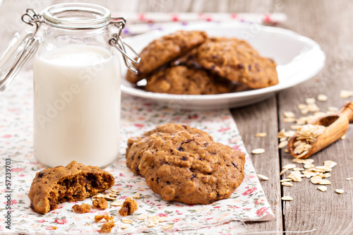Oat cookies with milk