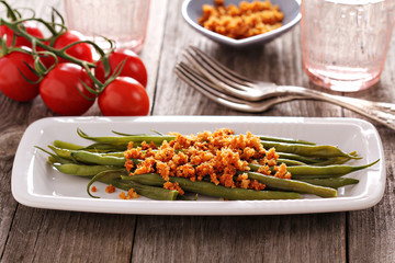 Green beans with spicy breadcrumbs