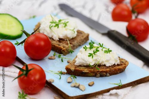 Brot mit Frischkäse