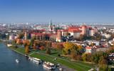 Krakowska panorama z zamkiem na Wawelu jesienią