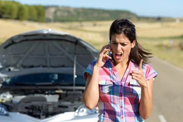 Phone discussion with insurance car service