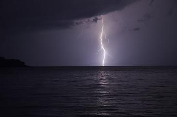 Fulmine sul mare