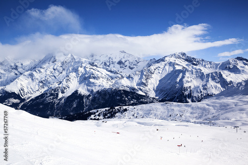 Horizontal view of winter mountain © Frédéric Prochasson
