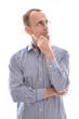 Frustrierter skeptischer Geschäftsmann oder Mitarbeiter isoliert
